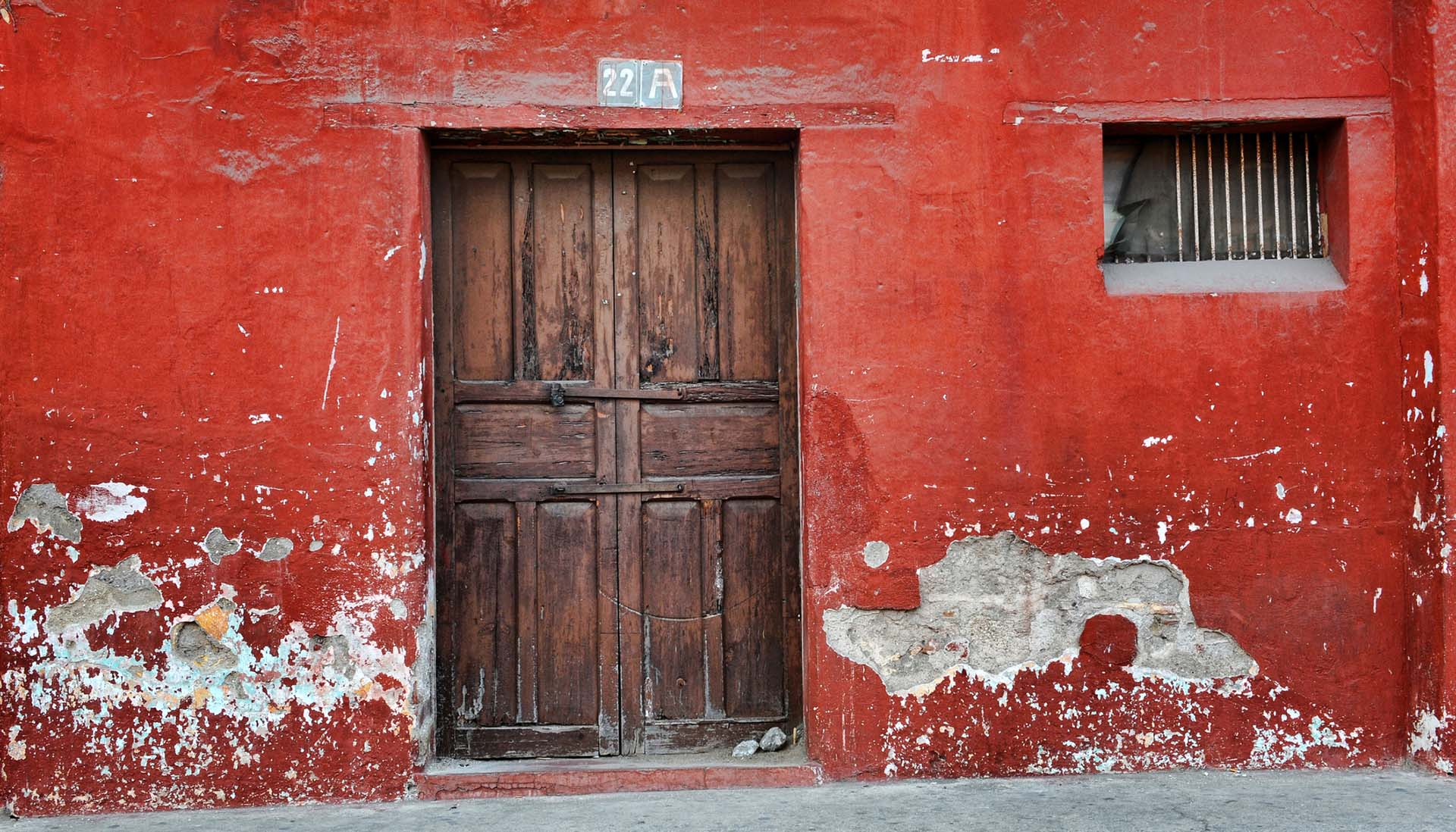 red-wall-image